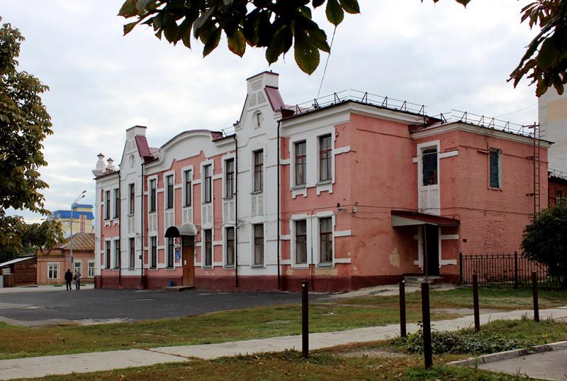 1. Здание 29 лицея. Бывшее здание почты, перестроенное в начале XX в.