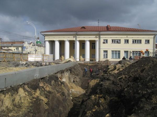Строительство подземного перехода на перекрестке улиц Советской и Октябрьской в Тамбове - на месте, где стояла первая деревянная Знаменская церковь (1637). Фото 2009 г.