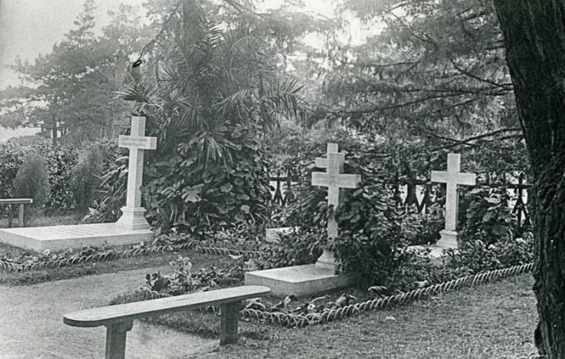 Некрополь Чичериных в усадьбе Караул. Фото начала ХХ века