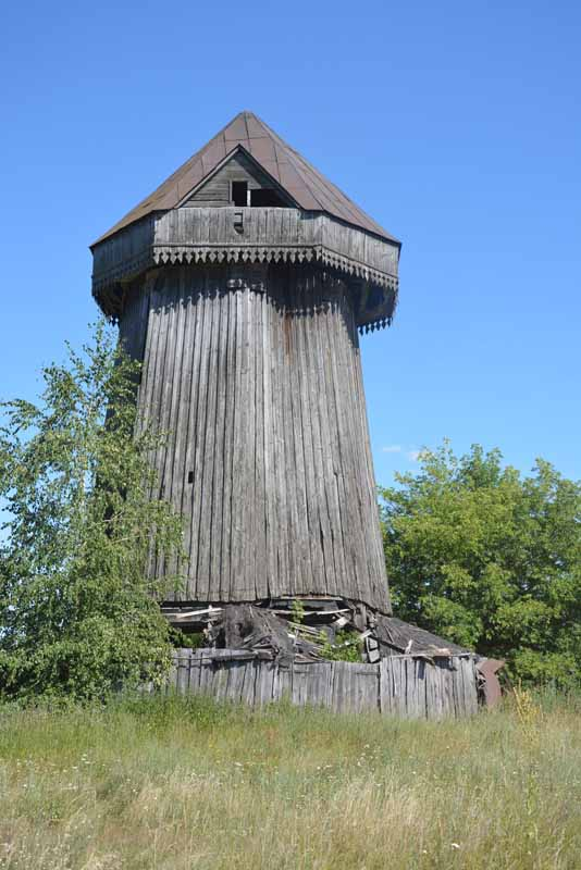 В Лёвине сохранились остатки старого ветряка