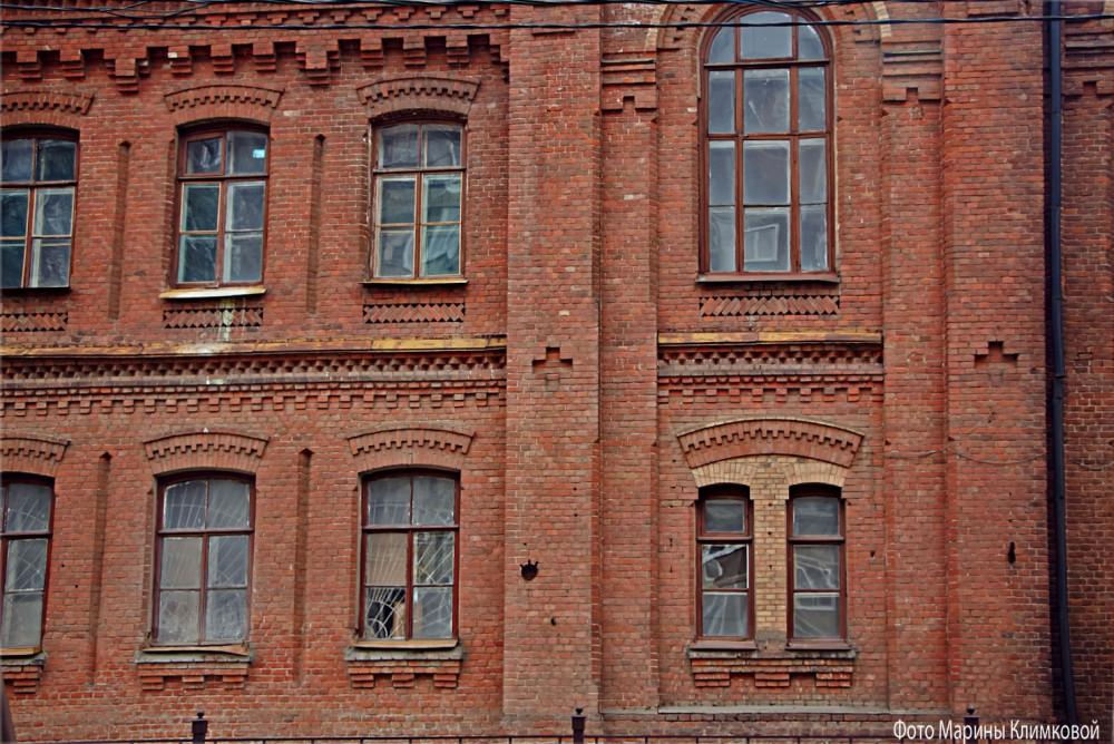 Здание бывшего Амвросиевского училища. Тамбов. Фото 23 марта 2020 года