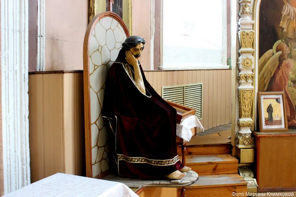 """Резная деревянная скульптура """"Христос в темнице"""" из Иоанно-Богословского храма города Рассказово Тамбовской области. Фото 2014 года."""