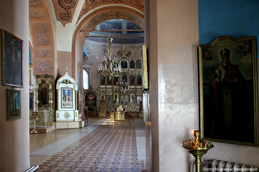 Интерьер Иоанно-Богословского храма города Рассказово. Фото 2014 года