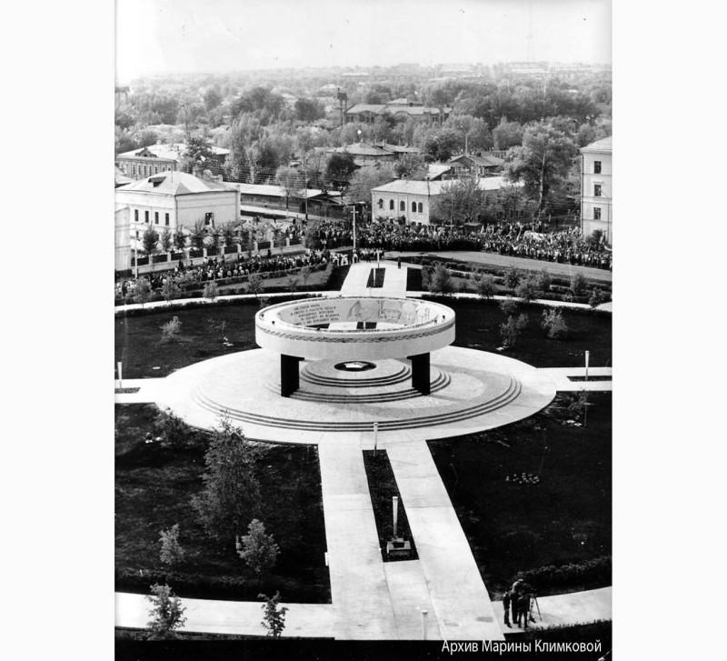 Памятник воинам-землякам, погибшим в годы Великой Отечественной войны 1941–1945 годов. Тамбов. Фото 8 мая 1970 года