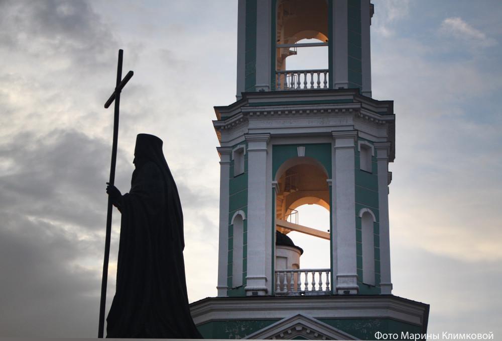 Паямтник святителю Питириму Тамбовскому на Соборной площади. Тамбов. Фото 21 июля 2020 года