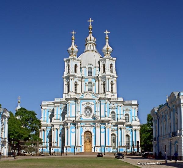 Собор Смольного монастыря в Петербурге (возведен в 1748-1757 гг. по проекту Ф.-Б. Растрелли)