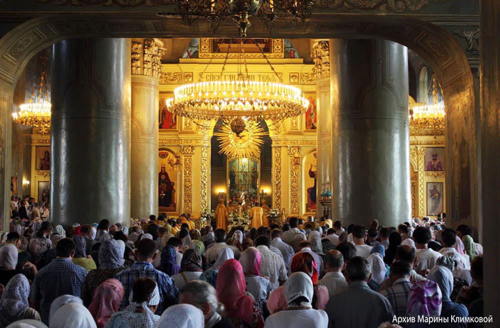 Служба в день памяти святителя Питирима. Верхний храм Спасо-Преображенского собора города Тамбова. Фото 2013 года
