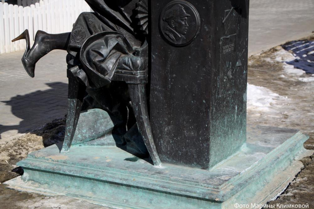 Памятник тамбовской казначейше. Улица Коммунальная. Тамбов. Фото 11 марта 2021 года