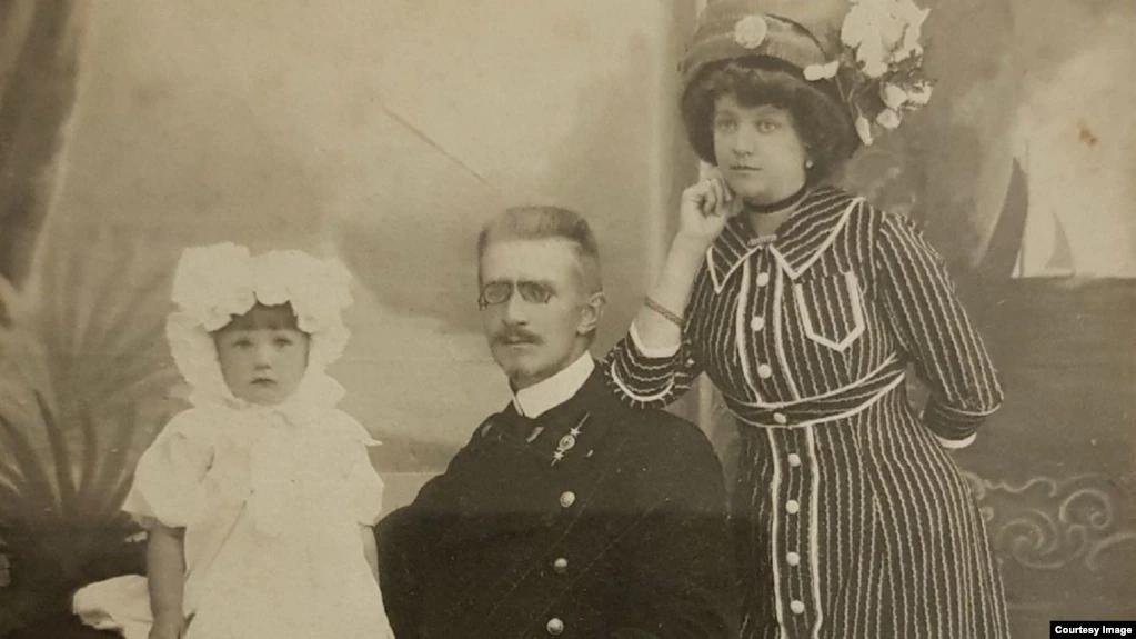 Фотография из семейного архива (Елизавета, Евгений и Кира Лейно)