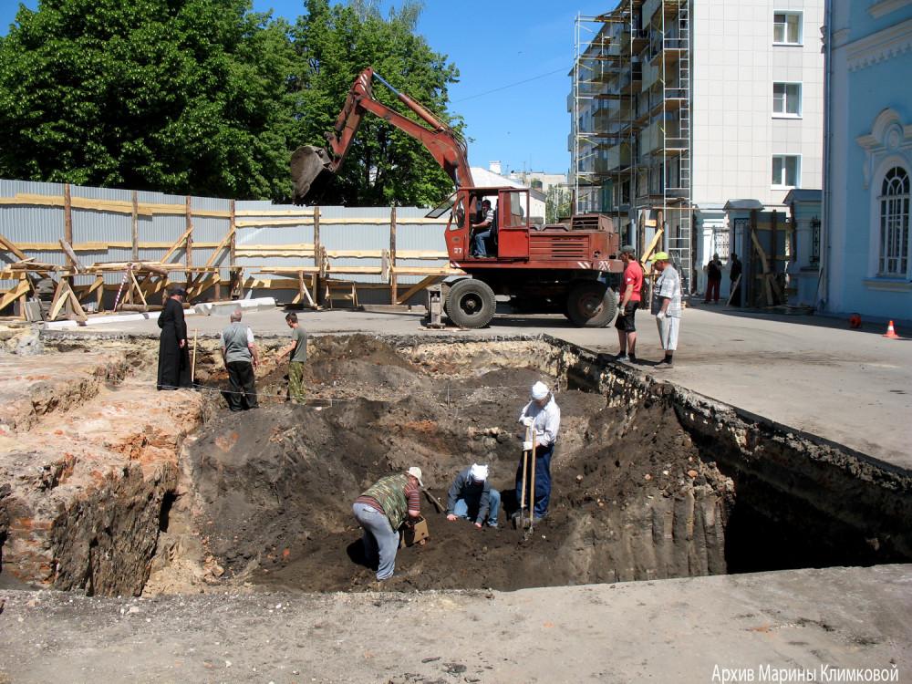 Археологические раскопки на Соборной площади города Тамбова. Фото 2011 года