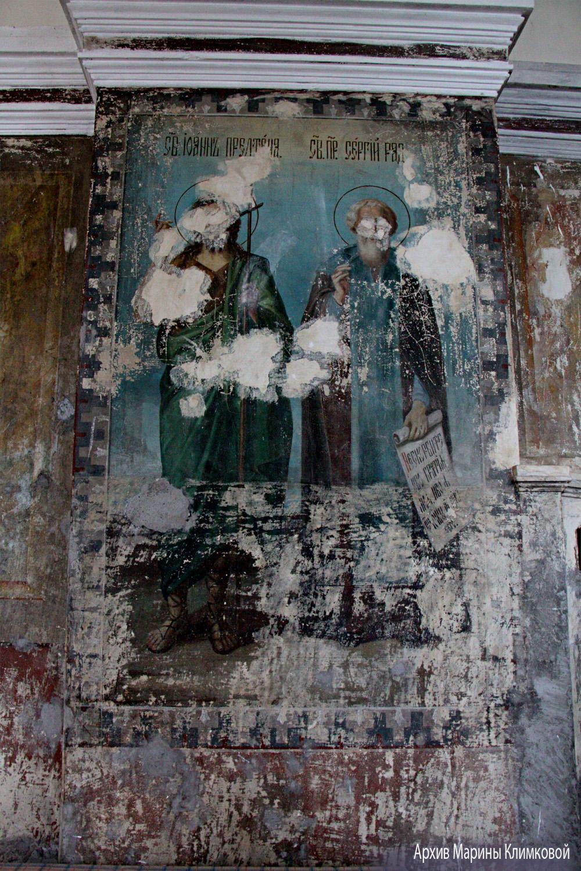 Фрагмент стенной росписи Никольской церкви села Пушкари Тамбовского района. Фото 5 октября 2021 года