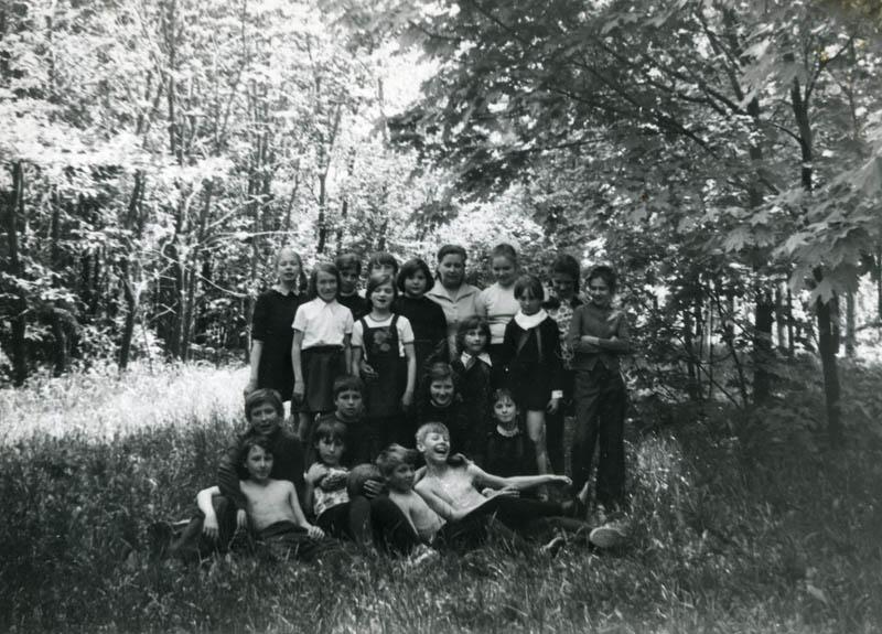Класс 32-й школы в парке Дружбы. Фото 1978 г.