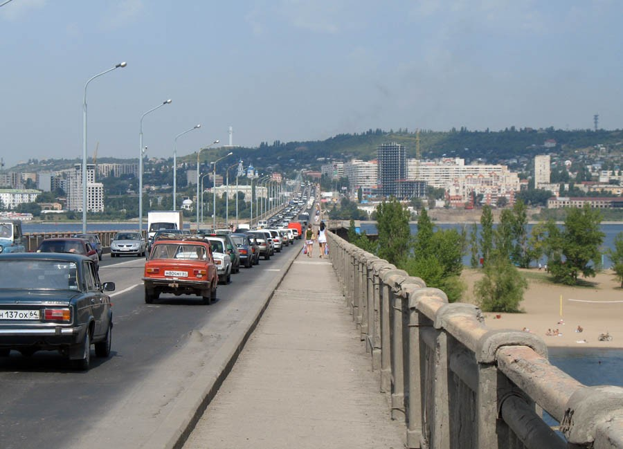 Вид с моста на Саратов. Фото 2006 г.