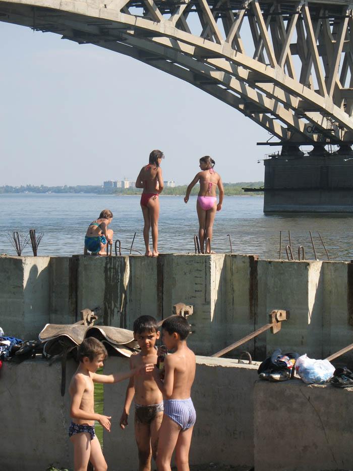Около моста. Саратов. Фото 2006 г.