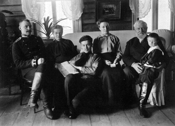 Рождество в Ильиновке. Семья Заверячевых. Фото 1914 г.