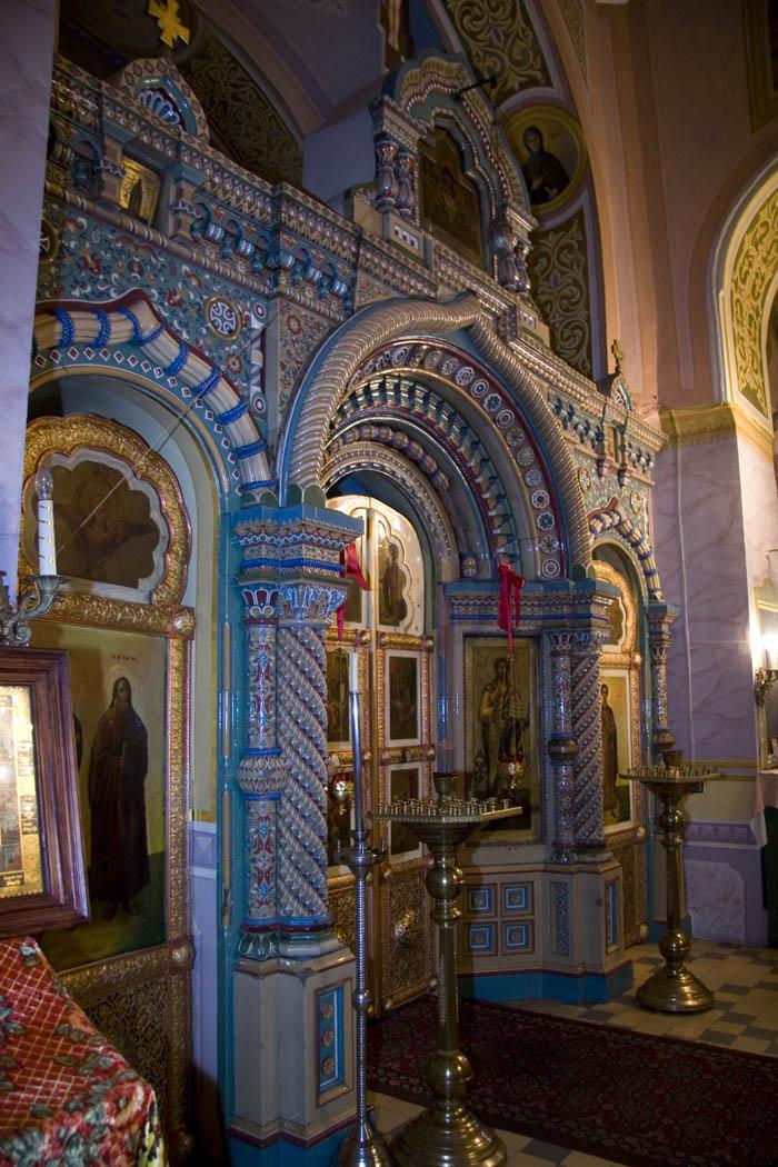 Центральная часть Благовещенского храма с изразцовым иконостасом. Фото 2009 г