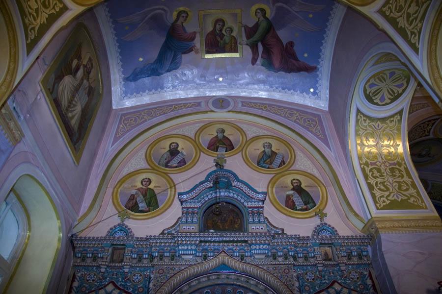 Северная часть иконостаса Благовещенской церкви. Новотомниково, Тамбовская область. Фото 2009 г.