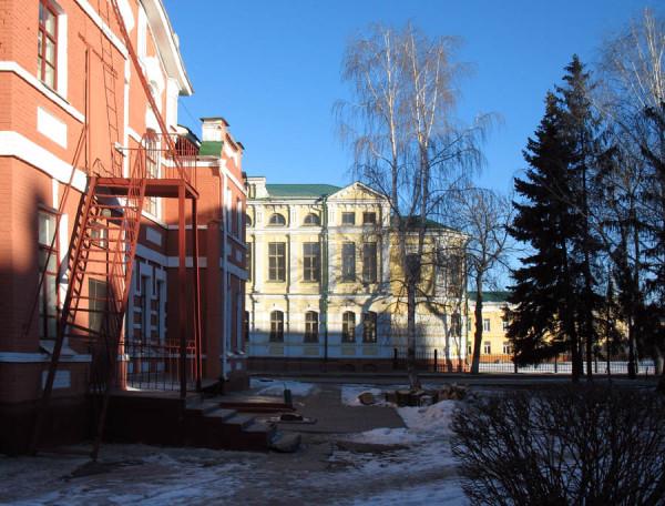 Здание музыкального училища (слева), лицей № 6 (прямо). Тамбов. Фото 8 марта 2013 г