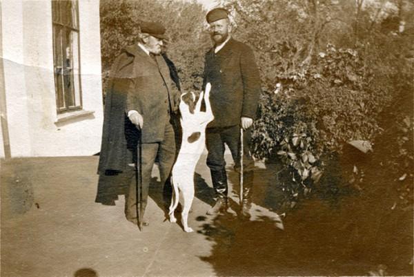 Михаил Андреевич (слева) и Иван Андреевич Заверячевы в Карауле. Фото начала 20 в.