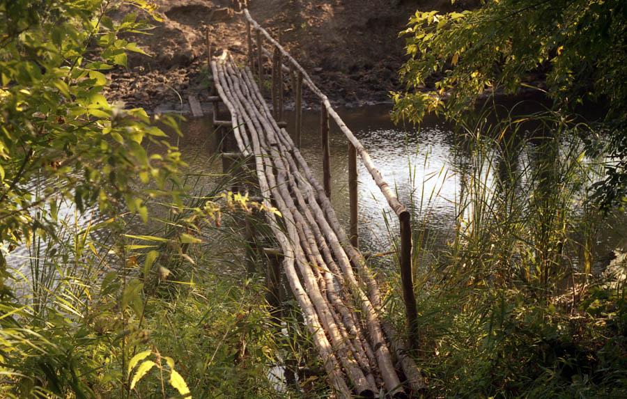 Мостик через речку Вяжля на малой родине поэта Е.А. Боратынского. Фото 2005 г.