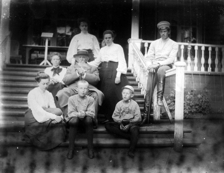 А.М. Жемчужников в усадьбе Боратынских Ильиновка. Фото 1900-х гг.