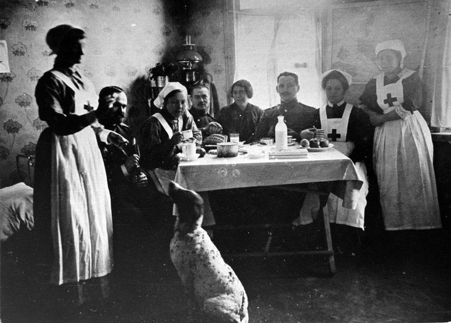 Е.М.  Боратынская в госпитале Двинска. Фото 1914 г.