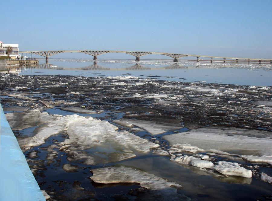 Саратов. Волга. Фото 5 апреля 2013 г.
