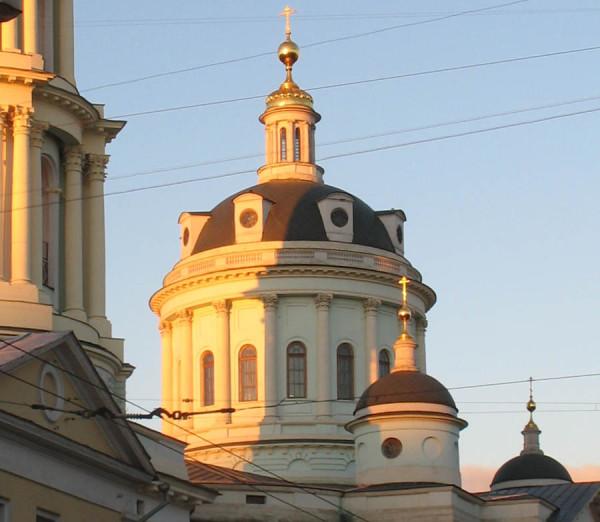 Барабан с куполом церкви св. Мартина Исповедника в Москве