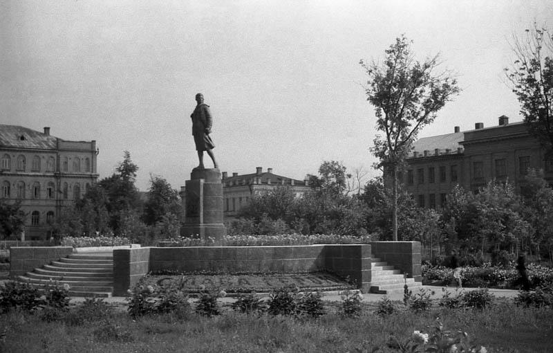 Г. Манизер. Памятник Зое Космодемьянской в Тамбове. Фото В.Г. Шпильчина. 1949-1950 гг.