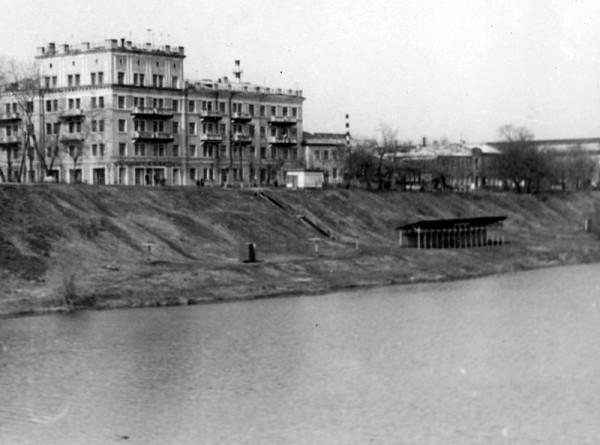Раздевалка на берегу Цны. Фото 1950-х гг.