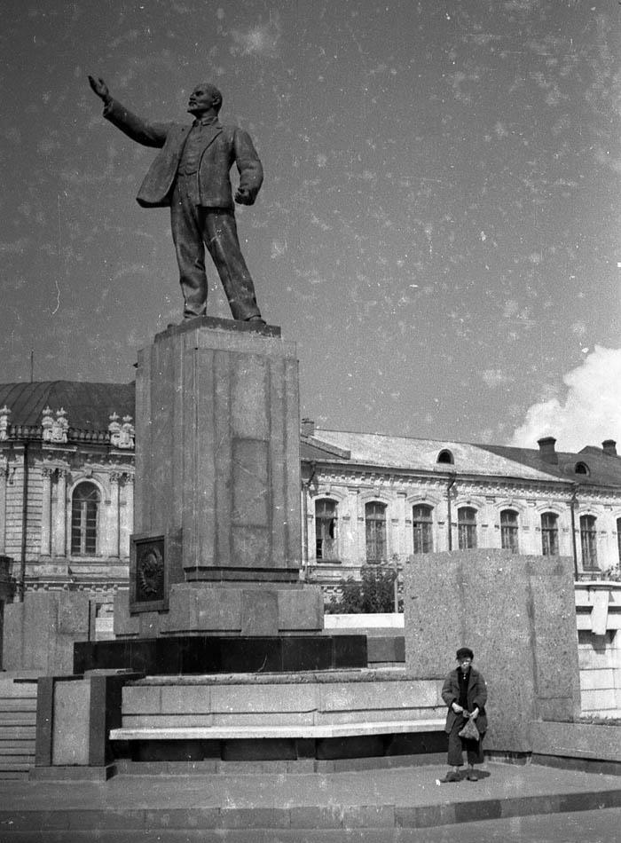 Памятник Ленину (1937) в Тамбове. Фото 1949 г.