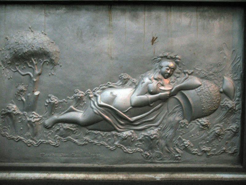 Античная богиня здоровья на памятном знаке, установленном в 1839 году в честь Петра I в Липецке