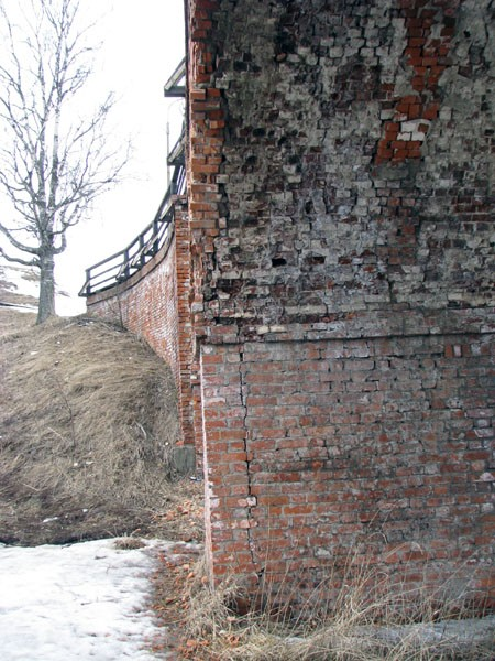 Устои моста до реставрации 2011-2012 гг.