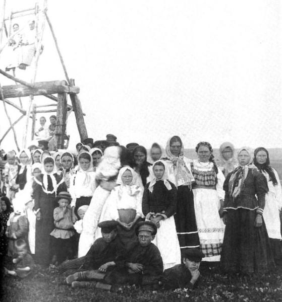 Катание на релях. Кирсановский уезд Тамбовской губернии. Фото 1904 г.