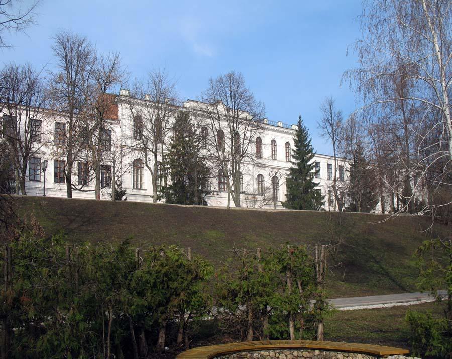 Один из корпусов ТГТУ - бывшее здание Тамбовской духовной семинарии. Фото апреля 2012 г.