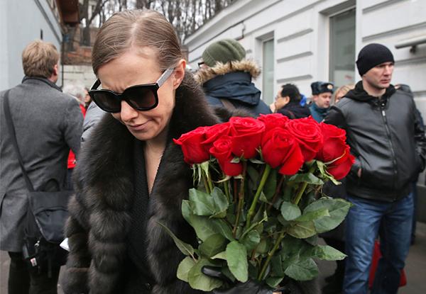 собчак на похоронах Немцова-2