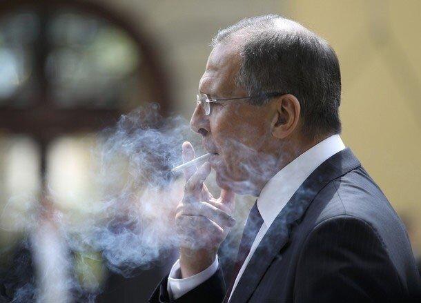 Лавров с сигаретой