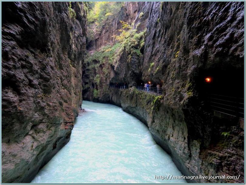 Многоликая  швейцарская река Ааре. Часть 1. Аарское ущелье ущелье, метров, через, Рейна, Швейцарии, протекает, рекой, потому, побывали, именно, водопад, поэтому, Альпах, самое, посещений, выглядит, Райхенбахский, всегда, течет, минуя
