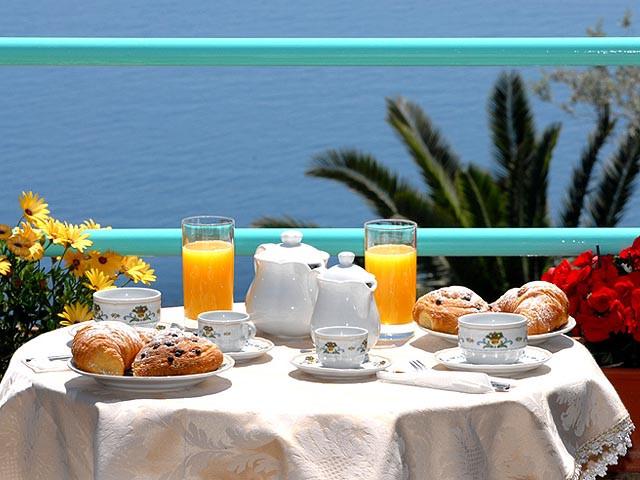 bed-and-breakfast-il-rifugio-di-ela-colazione-mare