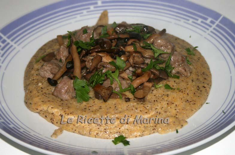 polenta-taragna-con-salsiccia-e-funghi