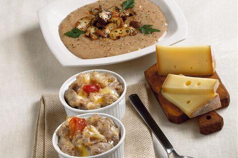 Piatto-pronto-cocotte-cucchiaino-piatto-quadrato-formaggio-tagliere-tovagliolo-beige_dettaglio_ricette_slider_grande3