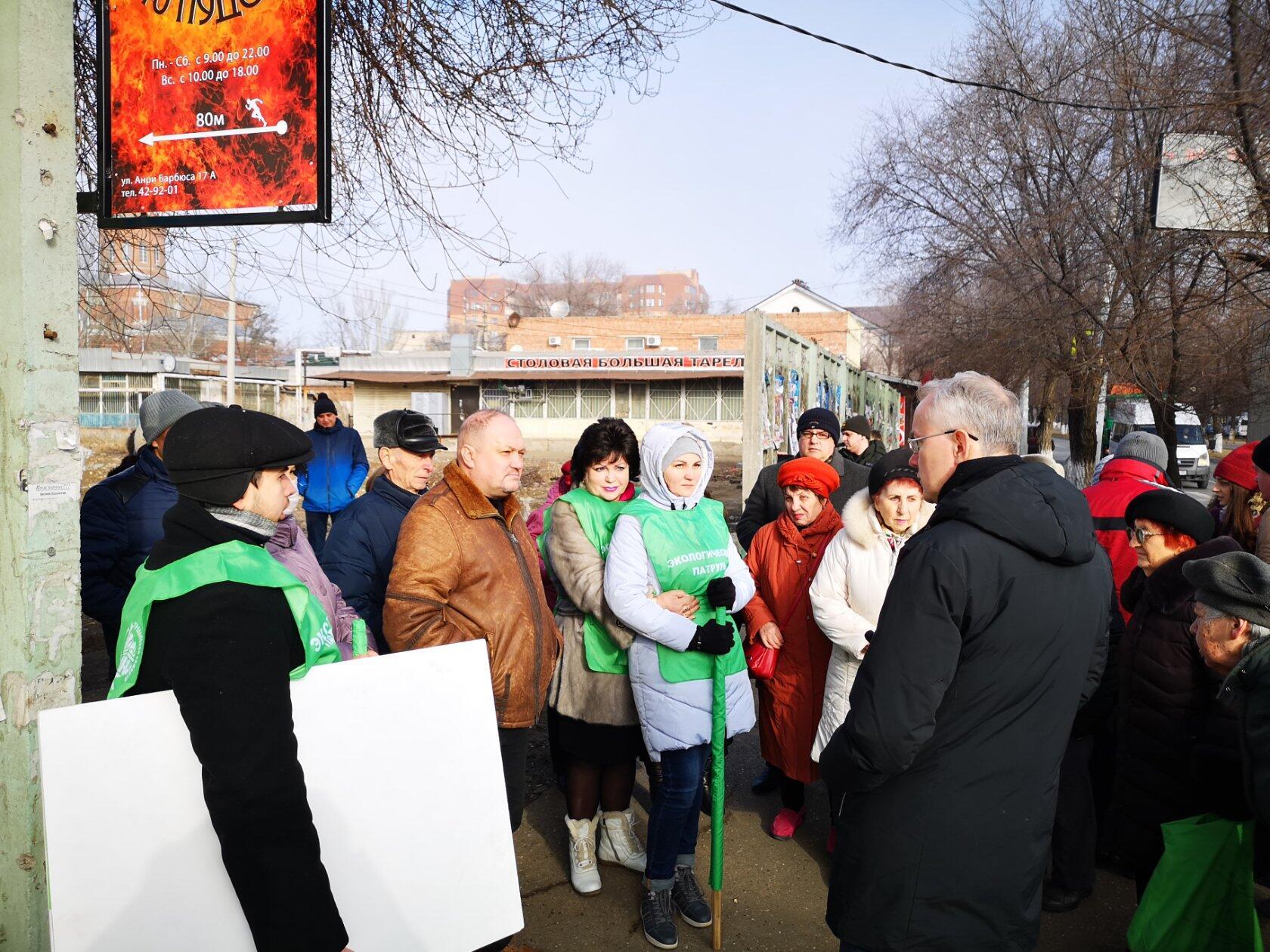 Та самая территория (Селенские исады, перекрёсток улиц Савушкина и Анри Барбюса), где активисты желают видеть сквер!