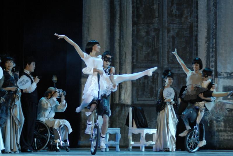 14 декабря в Екатеринбурге состоялось уникальное балетно-акробатическое шоу