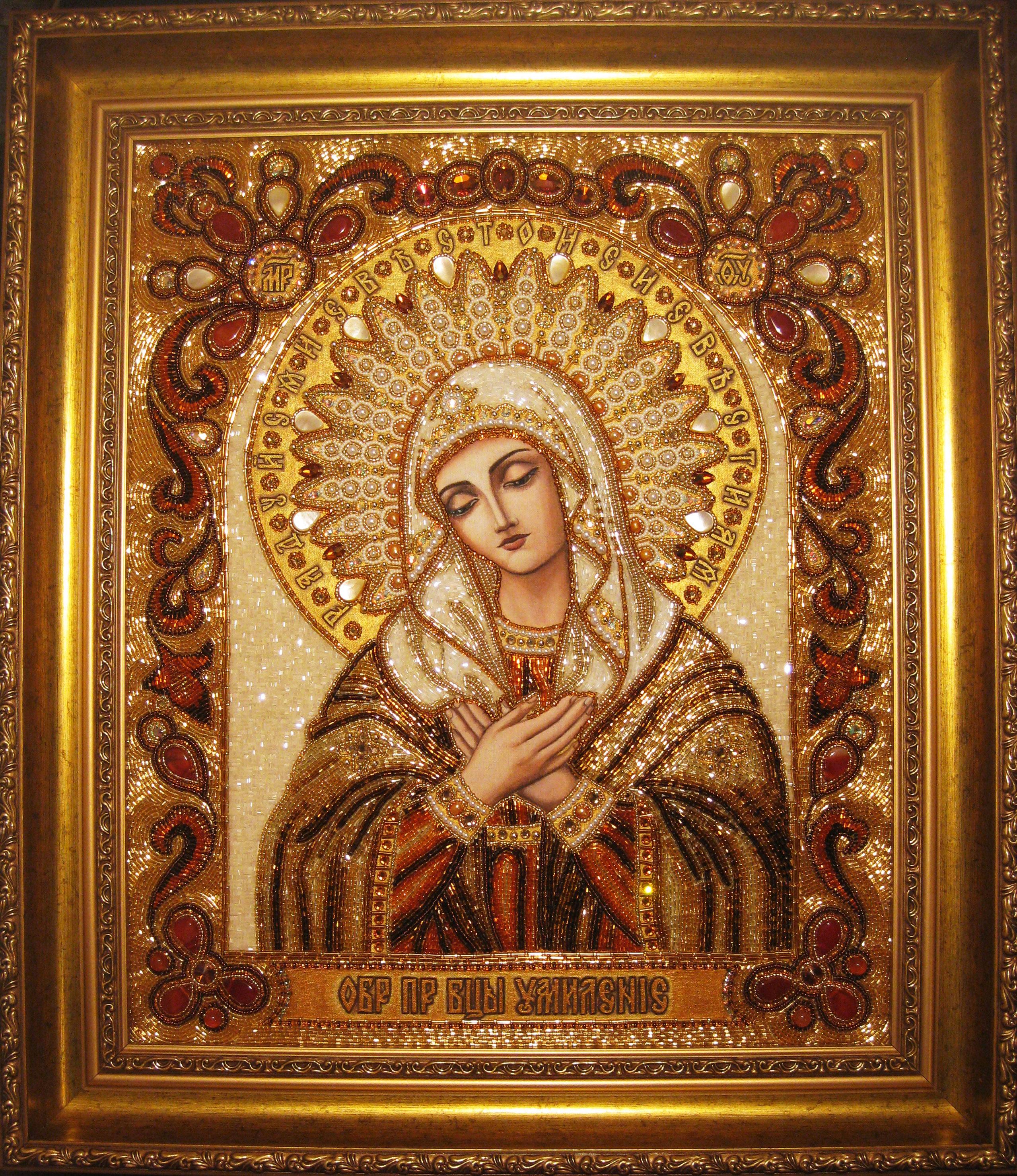 Икона Казанская Божья Матерь вышитая бисером и камнями.