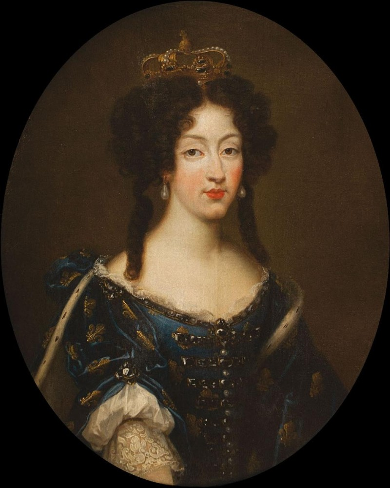 Marie_Louise_d'Orléans_by_Mignard_wearing_the_Fleur-de-lis_(showing_her_dignity_as_a_Grand_daughter_of_France)_and_the_Spanish_crown