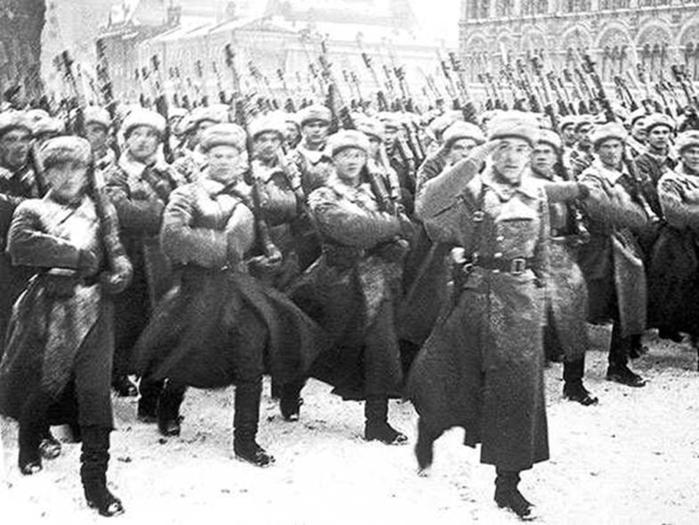 После военного парада — на фронт