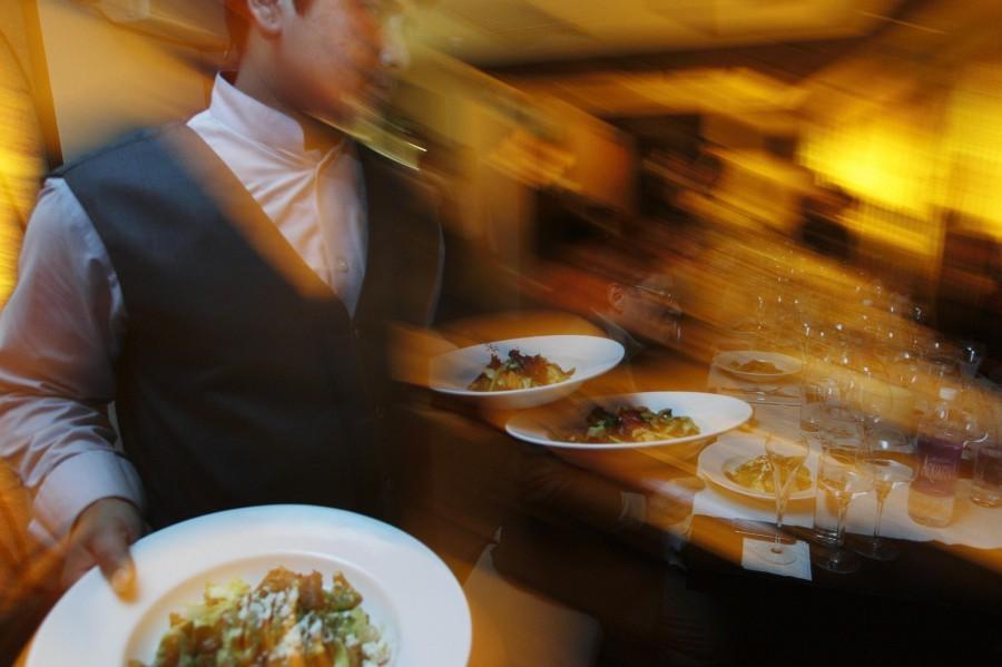 waiter официант чаевые