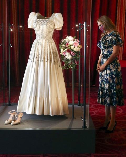 Свадебное платье принцессы Беатрис на выставке в Виндзорском замке