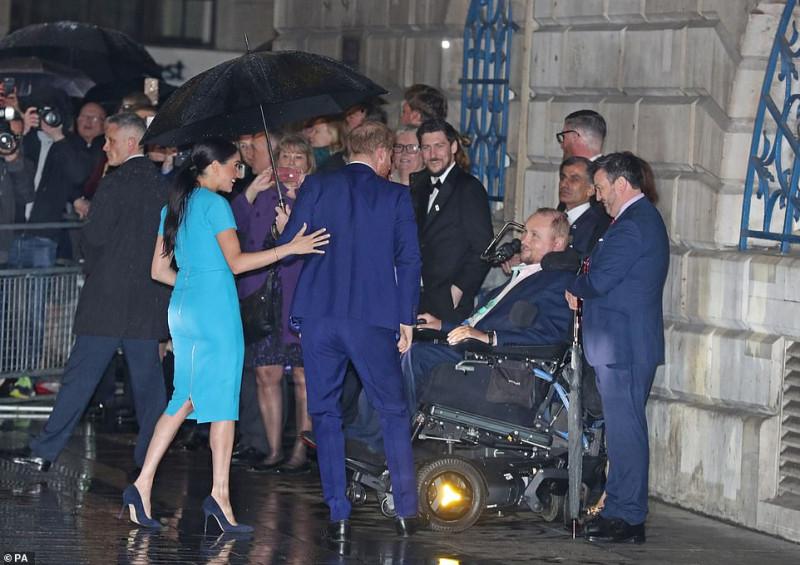 Герцоги Сассекские присутствуют на церемонии Endeavour Fun Awards