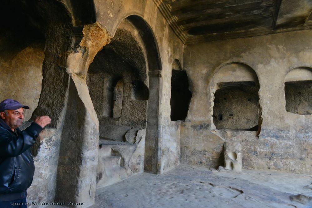 Уплициха пещерный город